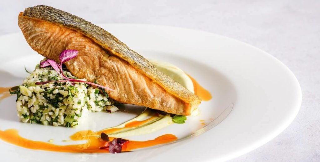lahodný smažený losos bohatý na omega 3